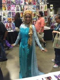 Beautiful Elsa cosplay!
